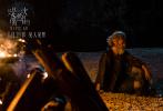 """6月11日,新锐导演李孟桥的首部电影长片《只是一次偶然的旅行》发布""""在路上""""版终极预告。这部由窦靖童首挑大梁领衔主演,贺开朗主演,王志文、田壮壮、巴金旺甲、央吉玛、张大大、项偞婧特别出演的奇特公路片将于6月18日全国上映,影片已于近日开启预售。"""