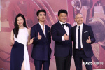 比赞LOOK!王砚辉、张宥浩亮相上影节开幕红毯