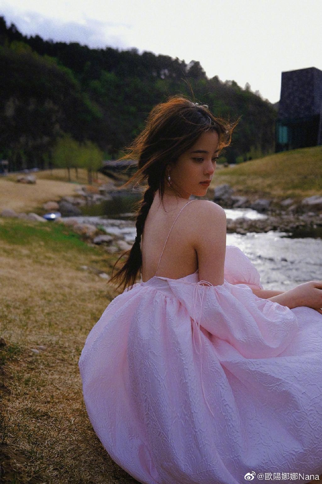 欧阳娜娜21岁生日写真曝光 甜美纯净宛如小仙女