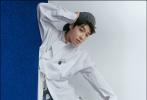 6月18日,吴宇恒全新时尚大片释出,他身穿设计感十足的皮夹搭配慵懒的贝雷帽,成熟质感凸显;温暖元气的针织运动风,又诠释出与众不同的电影质感;而印花与刺绣的典雅格调,也演绎了优雅少年绅士的个性魅力。大片中造型的独特多样,同时也将吴宇恒极佳的时尚表现力体现得淋漓尽致。