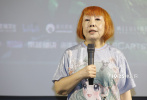 6月18日,即将在内地公映的动画电影《狼行者》于上海举行首映,爱尔兰大使安黛文、制片人张朔、杨莹等出席映后见面会。作为一部二维动画,《狼行者》以复古的动画风格讲述了一个11岁少女作为学徒猎人,在爱尔兰的大森林中与狼群发生的有趣故事。