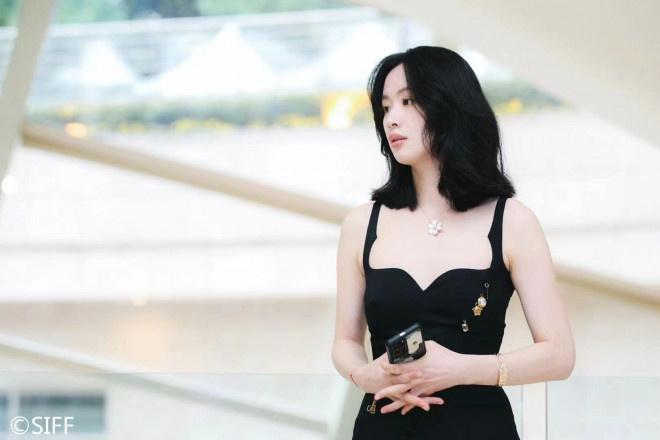 《热汤》定档12.24 李梦陈都灵亮相上影节闭幕式
