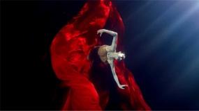 毛不易献唱《革命者》推广曲《青春》 水下舞蹈MV致敬革命先烈