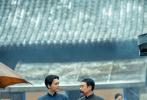 """""""庆祝中国共产党成立100周年""""重点影片《革命者》将于7月1日全国上映。《革命者》由管虎监制、徐展雄执导,梁静任总制片人,张颂文、李易峰、佟丽娅领衔主演,彭昱畅、韩庚、李九霄、白客、秦昊、于谦等特别出演,孙浠伦、章若楠、辛云来、朱梓瑜、张承等主演,影片首度聚焦中国共产党主要创始人李大钊先生在1912至1927年的热血革命征程。近日,《革命者》释出""""我是谁""""版剧情预告,将时间拨回风云诡谲、暗流涌动的上世纪20年代,李大钊和一众革命志士遭到军阀镇压被捕入狱,即将被处刑。"""