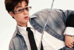 6月29日,吴宇恒一组全新时尚大片释出,极具设计感的摩登墨镜融合复古拼贴画报风,呈现出别致的视觉效果。无论是典雅的黑色外套、素净的衬衫领带,还是朋克机车风的皮衣皮裤,吴宇恒总能通过他优秀的时尚表现力,灵活百变地诠释出千面风格。