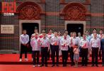 """由中宣部电影局、上海市委宣传部指导拍摄,黄建新监制兼导演、郑大圣联合导演的""""庆祝建党一百周年重点影片""""《1921》已于7月1日正式上映。在中国共产党百年华诞之际,电影《1921》主创重回""""一大""""会址,举办了""""七一""""首映仪式。"""