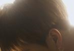 """7月6日,王嘉尔登《智族GQ》7月刊封面大片发布。这组发光大片以""""A STAR IS BORN""""为主题,明暗的光影令王嘉尔棱角分明的面部轮廓更加深刻,若隐若现的肌肉引人遐想,自带光环的男子更加诱人,整组大片的氛围感更是超绝!  """