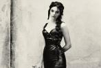 """电影《西西里的美丽传说》让莫妮卡·贝鲁奇""""意大利首席性感女神""""的形象深入人心,这部影片也成为她最知名的代表作之一。日前,莫妮卡·贝鲁奇携爱女登上《VOGUE》意大利版7月刊封面, 她16岁的大女儿戴娃·卡索的高颜值引发关注。"""