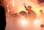"""""""庆祝中国共产党成立100周年""""影片《革命者》正在全国各大院线公映中,在银幕上跟随中国共产主义运动先驱李大钊,重寻先烈燃情革命征途!近日影片最新曝光""""浪漫信仰""""特辑及台词海报,以""""情绪剪辑""""谱写诗意革命浪漫史诗,以肺腑誓言昭显拳拳赤子之心!"""