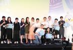 7月14日晚,《二哥来了怎么办》在京举行首映,导演郑芬芬携主演胡先煦、邓恩熙、代乐乐、陈希圣亮相。胡先煦因感冒声音嘶哑,却仍努力在现场活跃气氛。