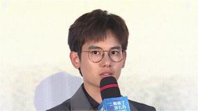 """《二哥来了怎么办》北京首映 胡先煦上网看视频学当""""好哥哥"""""""