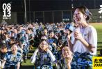 近日,电影《五个扑水的少年》在北京邮电大学举办了观影活动,到场观影师生多达3000余人,主演冯祥琨、李孝谦、吴俊霆在映后和观众互动和交流。与其同时,豆瓣观影场也同步举行,导演宋灏霖、主演辛云来、李孝谦在映后到场与观众交流互动。