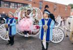 """日前,美国""""饶舌女帝""""卡迪·碧的大女儿""""考雀天后""""Kulture Kiari迎来3岁生日,卡迪·碧特地为女儿举办了一场公主般的生日派对,从马车到皇冠,再到仪仗队,满满的仪式感。"""