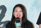 """7月20日晚,动画电影《白蛇2:青蛇劫起》在京首映。电影导演黄家康,配音演员张喆、唐小喜、歪歪、郑小璞、宋旭晨以及片方代表亮相映后。赵雅芝作为嘉宾,惊喜亮相,更和主创共同用""""白娘子""""的招牌动作,""""施法推到""""雷峰塔模型。"""
