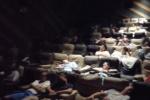 郑州爱心影院助力 开放影厅供上千名群众留宿过夜