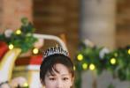 7月23日,《萌探探探案》即将播出第十期,阔别两期节目的杨紫再度穿越童话世界,化身白雪公主巧捉萌贼,与萌探家族上演欢笑与眼泪齐飞的主题团建活动。
