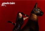 7月27日,李冰冰登封《嘉人MarieClaire》8月刊大片重磅发布。长发搭配烈焰红唇,贴身透视碎花长裙,勾勒出曼妙身姿。古典美人李冰冰与埃及守护神之一的盖亚·安德森雕像同框,为大片平添一丝异域风情,整体风格优雅又神秘。