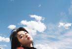 7月27日,欧阳娜娜和张子枫合体为《BOBOSNAP》2021春夏刊拍摄的大片释出。照片中,两人摆出同款pose俏皮可爱,张子枫依偎在欧阳娜娜肩膀,青春气息扑面而来,少女同框画面养眼。