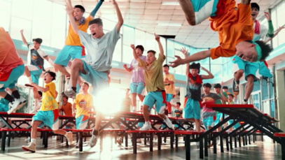 《燃野少年的天空》其中的开学舞有着明显女团元素