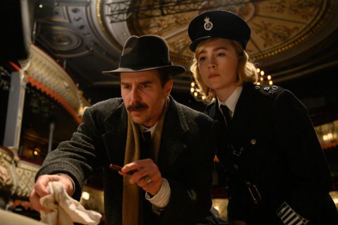羅南主演新片化身熱血女警 搭檔洛克威爾共破奇案