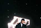"""7月29日,刘德华罕见在社交平台进行直播,主题为纪念自己出道40周年。刘德华对自己出道40年的评价为:""""40年了,庆祝,当然要庆祝。但是,不是庆祝一个人红了40年,而是庆祝一个人认认真真地工作了40年。"""""""