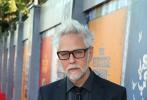 """当地时间8月2日,DC新片《X特遣队:全员集结》在美国洛杉矶举行首映礼,红毯现场卡司全员集结,群星熠熠。导演詹姆斯·古恩携主创""""小丑女""""玛格特·罗比、""""Rick Flagg""""乔尔·金纳曼、史泰龙、""""塔导""""塔伊加·维迪提、""""和平使者""""约翰、米凯拉·胡佛等亮相。"""