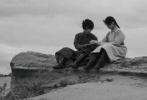 8月10日,导演尔冬升在微博发布了新片《海的尽头是草原》杀青的消息,王锵、丁程鑫、曹骏等主演的剧照也首次曝光。
