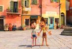 8月10日,由迪士尼·皮克斯动画工作室荣誉出品的原创力作《夏日友晴天》正式宣布将于8月20日在内地公映。在皮克斯动画工作室成立35周年之际,讲述在难忘的夏季,充满意式冰淇淋、意大利面和无尽的摩托车骑行的成长故事。卢卡与他新的好朋友共赴旅程,但所有的乐趣都受到一个深藏不露的秘密威胁——他们两人是来自水面下另一个世界的海怪。