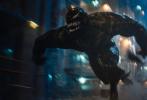 """日前,电影《毒液2:大屠杀》曝光一组新剧照,三大外星共生体""""毒液""""、 """"屠杀""""和""""尖叫""""重磅亮相。当超级英雄毒液(汤姆·哈迪 饰)遇上大反派卡内奇(伍迪·哈里森 饰),一场惊心动魄的宿命之战即将上演!"""
