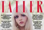 """日前,凭借《后翼弃兵》爆红的安雅·泰勒-乔伊在IG分享了登上英国《Tatler》10月刊的封面大片。安雅·泰勒-乔伊以金色刘海造型出镜,其中一套裸背、蓝绿渐变长裙,一层一层褶皱宛如鱼鳞,让有着""""人间精灵""""美誉的她,瞬化成""""人间美人鱼"""",妩媚优雅。"""