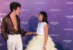 """当地时间9月1日,佛罗里达州迈阿密,""""萌德""""肖恩·蒙德兹和""""卡妹""""卡米拉·卡贝洛现身比斯开博物馆参加电影《灰姑娘》迈阿密首映式。"""