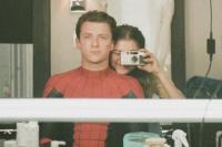 小蜘蛛汤姆·赫兰德晒片场照 为女友赞达亚庆生