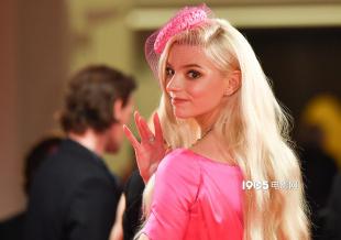 真人芭比!安雅新片威尼斯首映 红毯上演绝美回眸