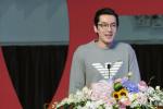 胡歌上戏开学典礼登台发言 以己为例分享从业感悟