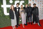 当地时间9月9日,电影《致埃文·汉森》第46届多伦多电影节举行首映。导演斯蒂芬·卓博斯基携主演本·普拉特、朱丽安·摩尔、阿曼德拉·斯坦伯格、卡梅伦·贝利亮相。
