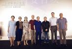 由贾樟柯导演,贾平凹、余华和梁鸿为主要人物的电影《一直游到海水变蓝》将于9月19日全国上映。9月12日影片在西安举办首映活动,导演贾樟柯和影片主要人物、陕西籍著名作家贾平凹出席活动,同时多位当地文学家、作家也到现场观影对这部文学纪录片表示支持。