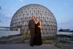 《沙丘》多伦多首映 维伦纽瓦携丽贝卡打卡地标