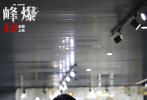 """9月14日,影片领衔主演朱一龙、黄志忠走进铁道兵纪念馆,了解铁道兵披荆斩棘、牺牲奉献的英雄事迹,感受他们栉风沐雨、气壮山河的冲天豪情,致敬人民铁军。活动全程进行线上直播,观众反响热烈。尤其是当讲解员介绍到用于隧道施工的盾构机这一高科技基建成果时,弹幕纷纷表示""""感受到了中国基建的强大""""、""""厉害了我的国""""。朱一龙、黄志忠更现场拼装盾构机模型,直呼""""中国基建人了不起""""!"""