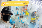 """9月17日,汶莱籍艺人吴尊在社交平台晒出接种中国新冠疫苗的照片,并配文:""""终于有机会等到中国的疫苗,一家都做出这个选择因为比起其他国家,中国把疫情控制的太好了,也很感恩中国对汶莱庞大的捐款与支持"""",他还晒出与医护人员合照致敬,""""有你们这些英雄真好""""!"""