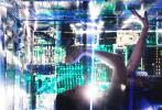 """日前,刘亦菲合作摄影师柳宗源,以""""幻象""""为主题的展览大片发布第三组写真。刘亦菲身穿高定服饰,演绎""""赛博格""""的视觉概念,置身于机械与电子线路组合成的超现实主义都市,来自未来空间的科幻女郎。"""