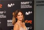 当地时间9月17日,西班牙女演员佩内洛普·克鲁兹亮相第69届圣塞巴斯蒂安电影节开幕式。当日,她身穿一条粉色亮片流苏吊带裙,露出性感火辣身材,迷人优雅的气质闪耀红毯现场。