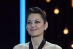 当地时间9月17日,第69届圣塞巴斯蒂安电影节举行开幕式,法国女演员玛丽昂·歌迪亚获终身成就奖。