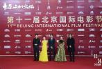 """9月20日,电影《平原上的摩西》剧组亮相第十一届北京国际电影节开幕式,导演张骥、演员周冬雨、梅婷、袁弘、陈明昊集体现身红毯。活动现场,电影《平原上的摩西》宣布正式更名为《平原上的火焰》,创意十足的""""红毯宣""""也引发了网友热议。影片同步发布""""焰火之约""""版海报,火焰旁的两人情感氛围微妙,让观众无限遐想,不少影迷表示""""片名更迭,约定不变,期待周冬雨刘昊然演绎的炽恋""""。"""
