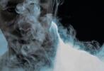 9月22日,陈坤合作《时尚芭莎》拍摄35周年特别专辑之《画中瑶池》国风大片释出。陈坤化身草木仙人,置身于云雾缭绕的朦胧仙境之中,白衣束发灵动入画,优雅的肢体表达,一张一弛的表现力,将氛围感拉满,带来东方视觉时尚的极致享受。