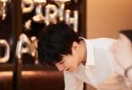 """9月21日是王俊凯的22岁生日,在收到黄晓明、董子健等圈内好友祝福的同时,王俊凯也在繁忙的工作中迎接了自己22岁的第一天。当晚,王俊凯结束工作后发布了一则视频,透露了""""22岁的第一个计划""""。"""