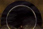 """9月23日,李冰冰合作《时尚芭莎》拍摄的十月纪念刊特别专辑之""""金戈铁马""""篇时尚大片释出。李冰冰金色眼泪妆出镜个性满满,与金秋氛围格外契合;化身披甲女战士,充满冷冽的凌厉气势,透过秋菊的肃杀之美来传达侠义,表现力十足!"""