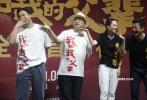 9月29日,电影《我和我的父辈》在北京举行首映礼,四位导演吴京、章子怡、徐峥、沈腾携各自篇章演员吴磊、张天爱、李光洁、袁近辉、李乃文、杜江、欧豪、倪虹洁、韩昊霖、艾伦、常远、洪烈等出席映后见面会,细致分享了《我和我的父辈》每一章节诞生的难忘过程。
