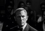 10月8日,备受期待的年度动作大片《007:无暇赴死》发布全新人物海报,超级特工詹姆斯·邦德重磅归来,却深陷生死终局,危在旦夕,更有惊天秘密,静待观众亲自走进影院揭开谜底。影片已在海外陆续上映,首周末在54个市场轻松登顶票房冠军,目前累计斩获超1.21亿美元票房;并在权威电影网站烂番茄收获新鲜认证。影片已定档10月29日正式在内地上映,敬请期待。
