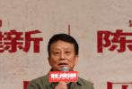 上映9天,电影《长津湖》累计票房突破35亿,创造内地影史多项新纪录。10月8日晚,电影主创黄建新、陈凯歌、吴京、李晨走进北京大学,与到场观影的师生共同分享了《长津湖》创作幕后的细节故事。