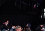 当地时间2021年10月10日,演员乔治·克鲁尼携爱妻阿迈勒·克鲁尼亮相第65届BFI伦敦电影节《温柔酒吧》首映,现年60岁的乔治·克鲁尼是这部电影的导演,他显然对自己所执导的影片更加重视,并希望自己能够转型成功再创辉煌。